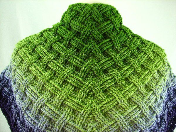 Photo of Crochet triangular scarf // Crochet weave pattern