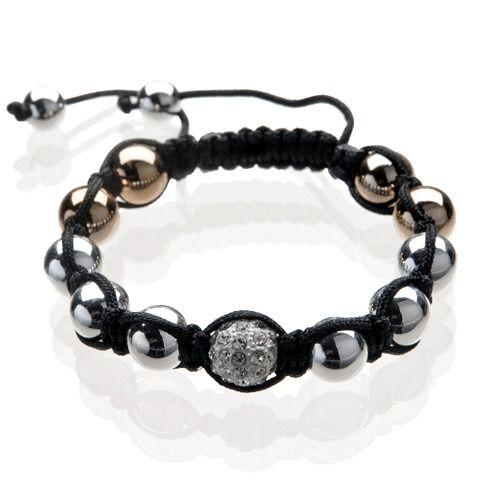 Edles Shamballa - Makramee  ArmbandFlechtarmband im Shamballa-StyleKleines Accessoire mit großer Wirkung!Klassisch und Trendy zugleich - Veredeln Sie Ihr Styling mit diesem modischen SchmuckstückEin echtes Traumstück mit funkelnden Kristallen in hochwertiger Qualität geflochten aus einer Makramee Glänzender Polyesterkordel, in braun. Eingearbeitet sind hier 8 Perlen in Silber , 4 Perlen in Gold  und 1 Strass Perle in weiß - clearEinfach an beiden Enden ( die jeweils mit zwei silberfarbenen…