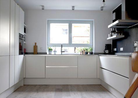 u-form küche schwarzer Granit und weißer Lack kitchen - fenster in der küche