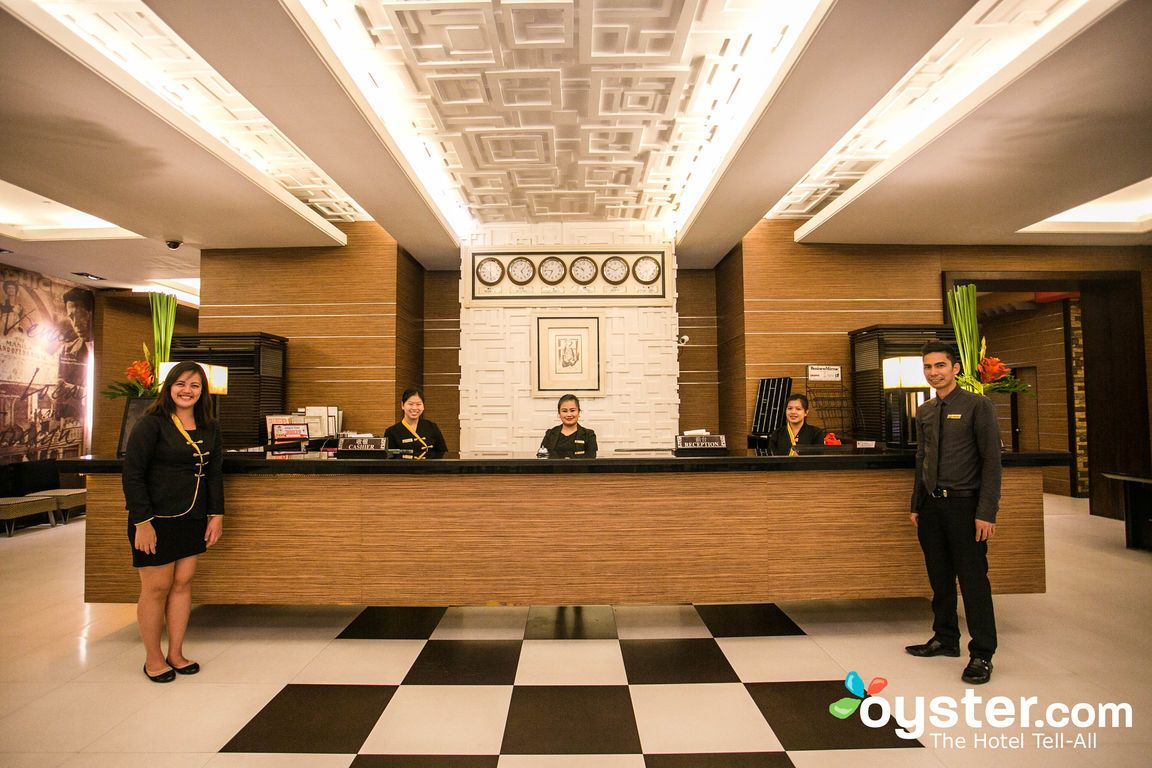 Things That Are Guaranteed To Annoy A Hotel Front Desk Agent Oyster Com Front Desk Agent Front Desk Hotel Front Desk