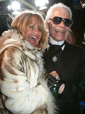 Karl Lagerfeld laughing with Goldie Hawn