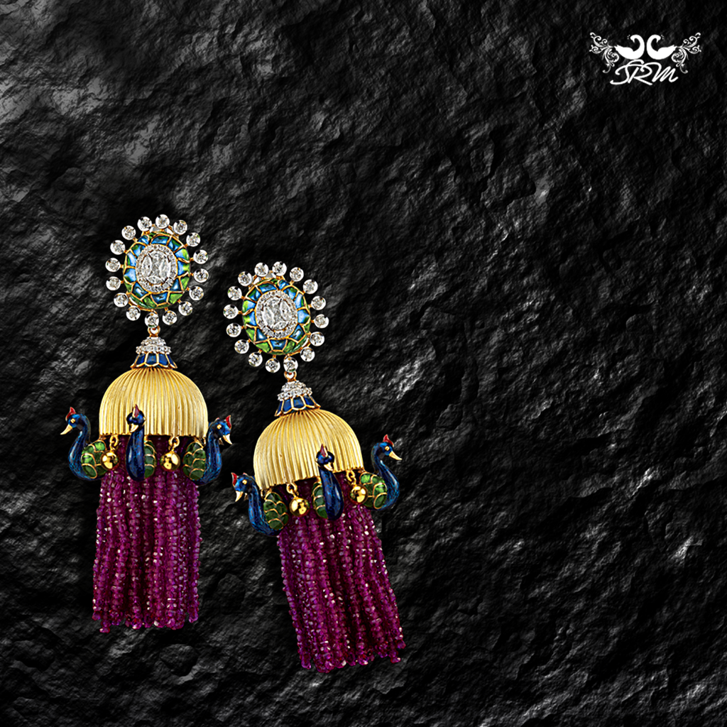 Opulent and fashionable, this trendy pair sparkles in a vibrant palette of floral tones. The delicately rendered peacock motifs perfectly capture the essence of spring.