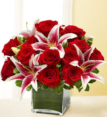Pin By Joan Anderson On Roses Flower Arrangements Flowers Valentines Flowers