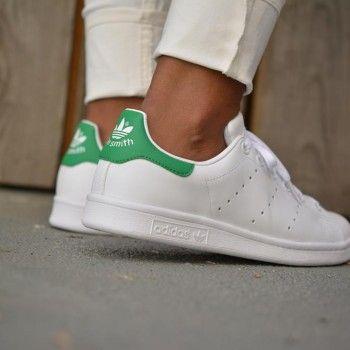 adidas blancas con verde