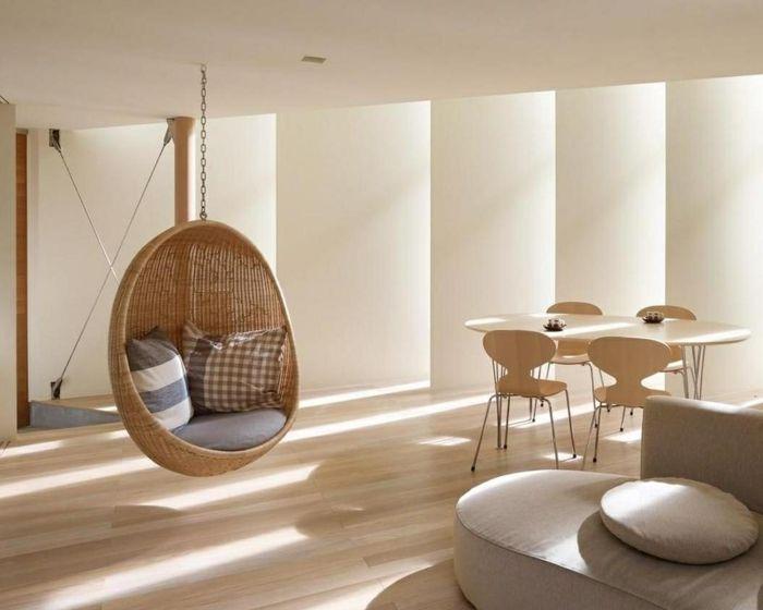 Mobiliario creatividad y confort, 50 sillas colgantes.