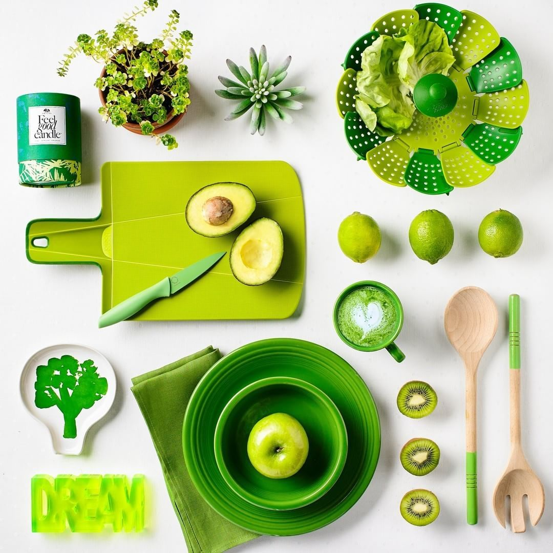 Talk about a fresh start to 2017! Can't get enough of the #Pantone Color of the Year, #Greenery 💚💚