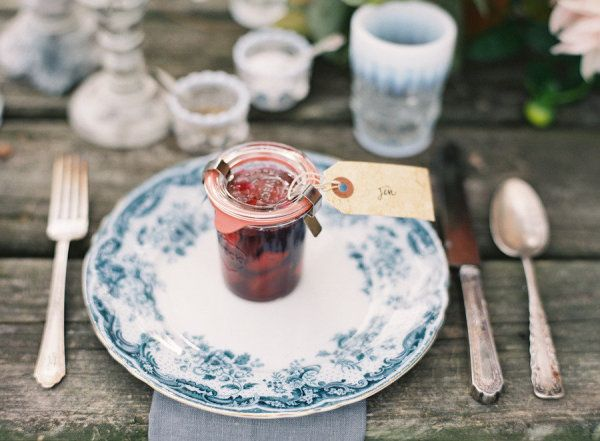 Homemade jam + Weck does double duty as a place card and favor. #weddingfavors #DIY | Image via: Style Me Pretty + Jen Huang Photography