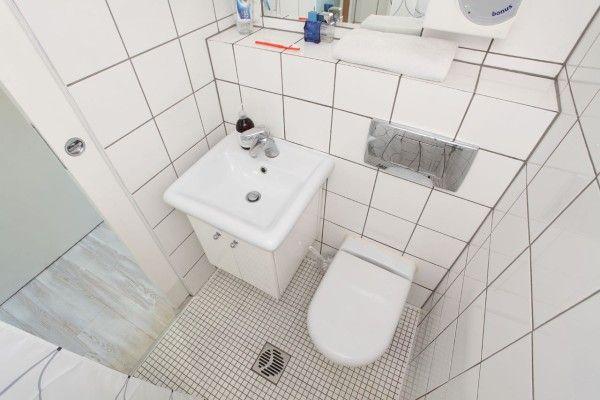 13sqm-minimal-living-space-hanczar-10-600x400 Bathroom Pinterest - departamento de soltero moderno pequeo
