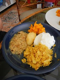 South africa students eat a traditional xhosa meal of chicken recipes south africa students eat a traditional xhosa meal of chicken curry cabbage and forumfinder Images