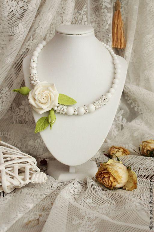 Купить колье БЕЛОСНЕЖНАЯ СКАЗКА - белый, белая роза, белое колье, колье с розой
