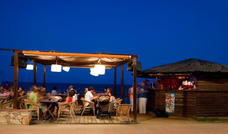 Playas Para Empezar Un Largo Verano En La Costa De Barcelona Chiringuitos Playa Estilo Costero