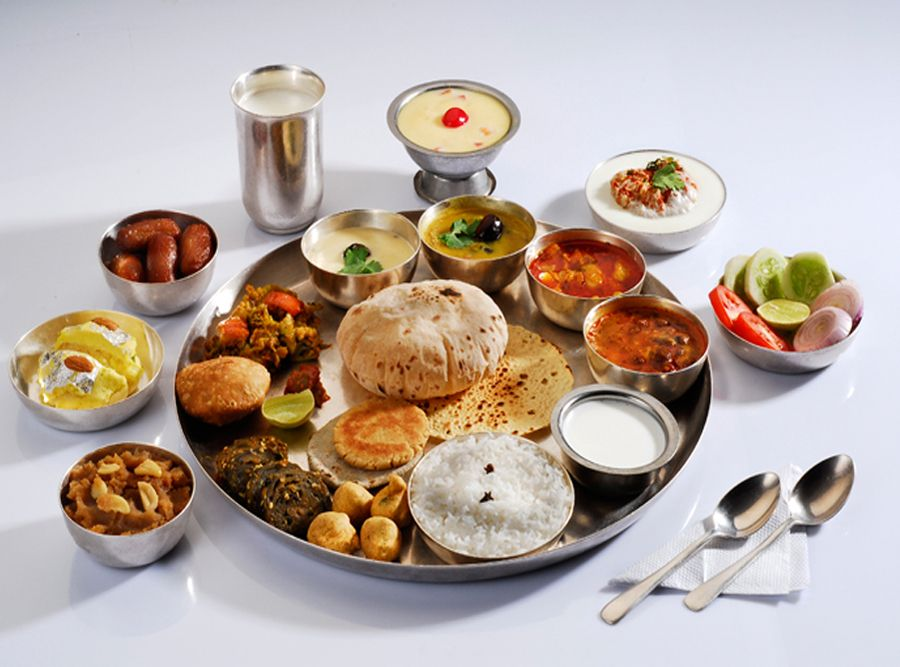 #Thali is an #Indian meal made up of a selection of various #dishes . Via MBAonEMI  #mycity #lunch #thali #vegetarianfood #India #indiankitchen #Tuesday #Beautiful #Good #Happy