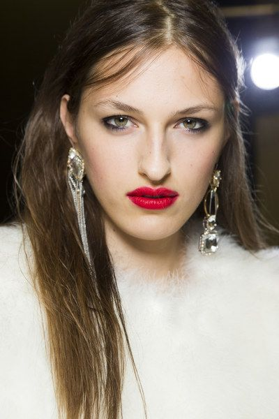 Topshop Unique Spring 2016 Ready-to-Wear Beauty Photos - Vogue