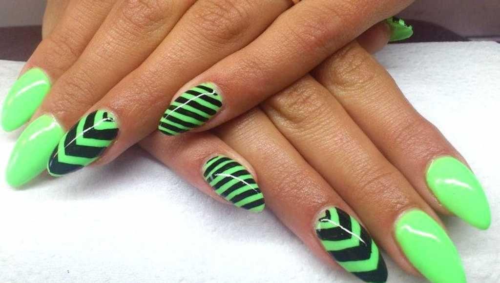 Vivid green mani with geometrical design :: one1lady.com :: #nail #nails #nailart #manicure