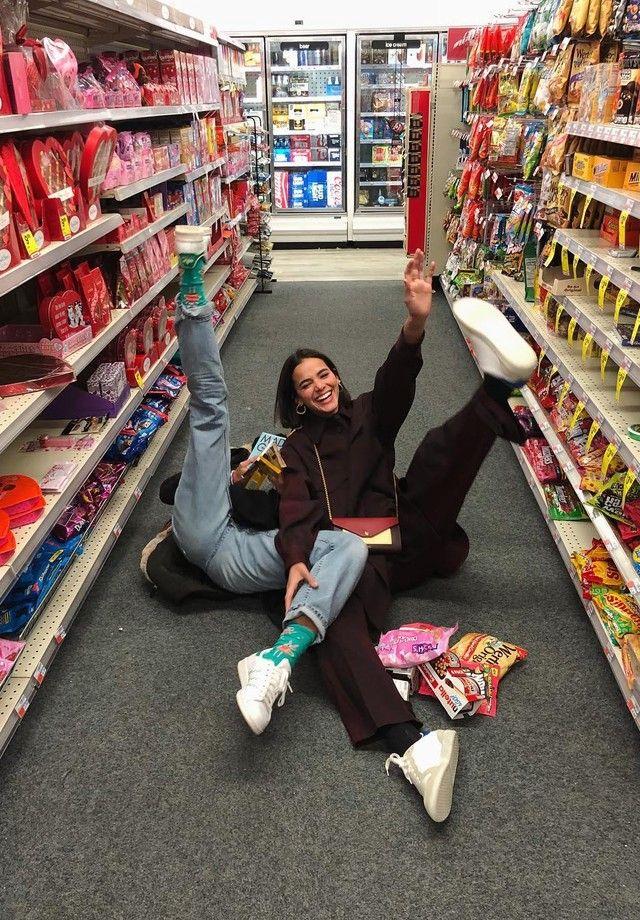 Em NY, Sasha e Bruna Marquezine se divertem em sup
