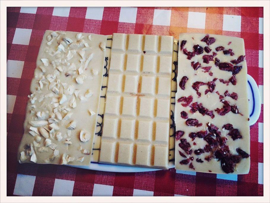 Weiße Schokolade. Aus Cashewkernen.