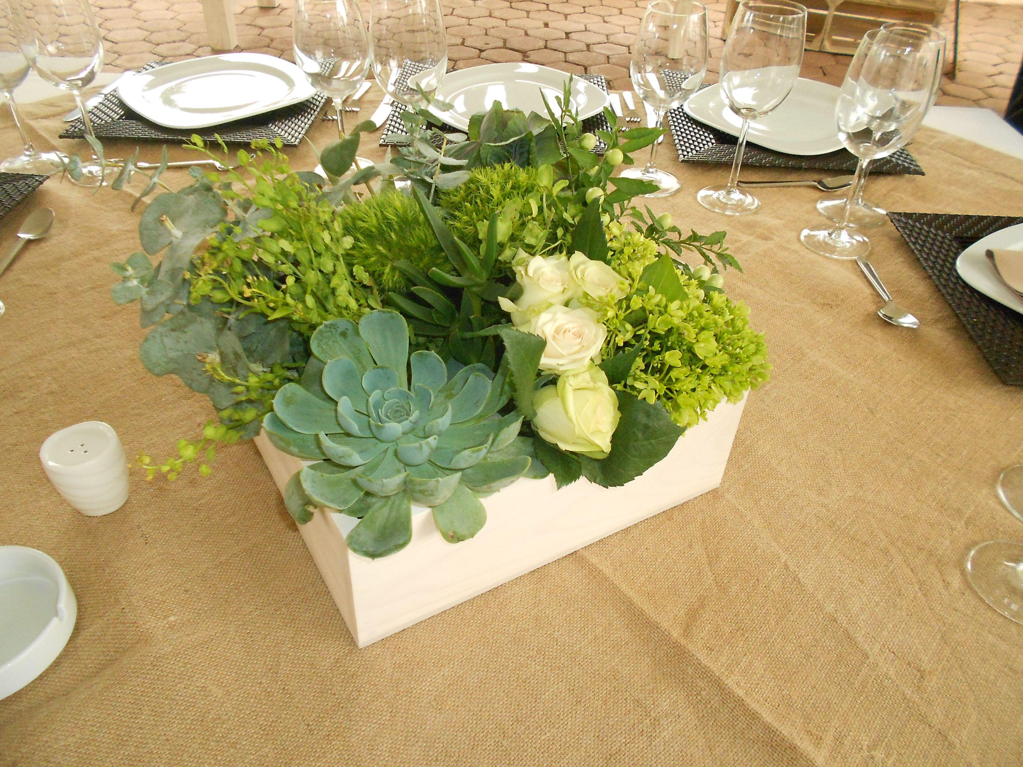 Centros de mesa con suculentas en caja de madera vintage centros de mesa para bodas - Mesas con cajas de madera ...