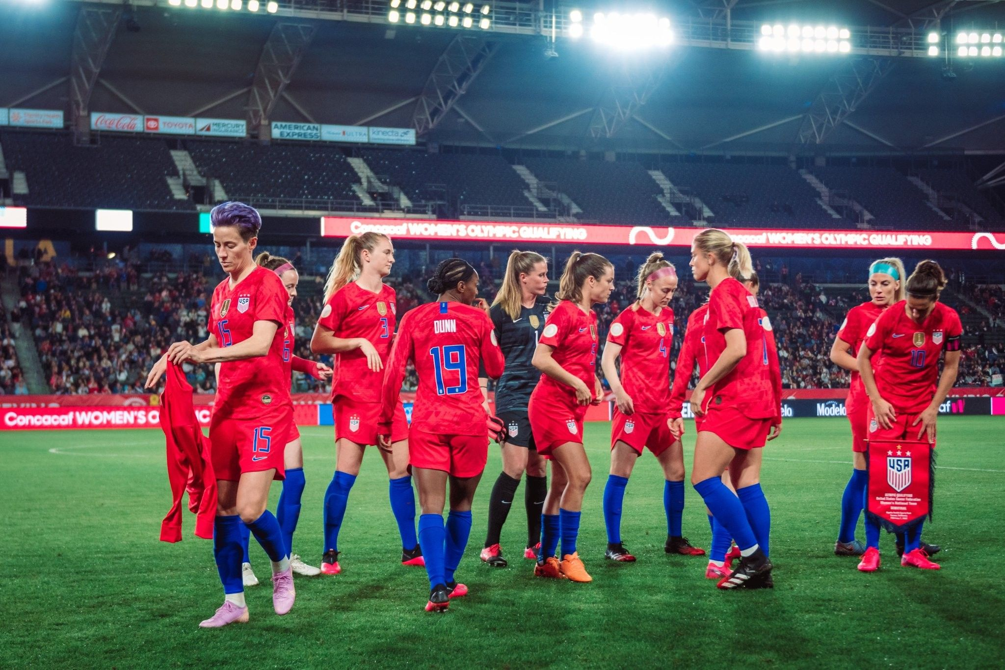 Pin By Samantha On Uswnt In 2020 Girls Soccer Team Uswnt Soccer Uswnt