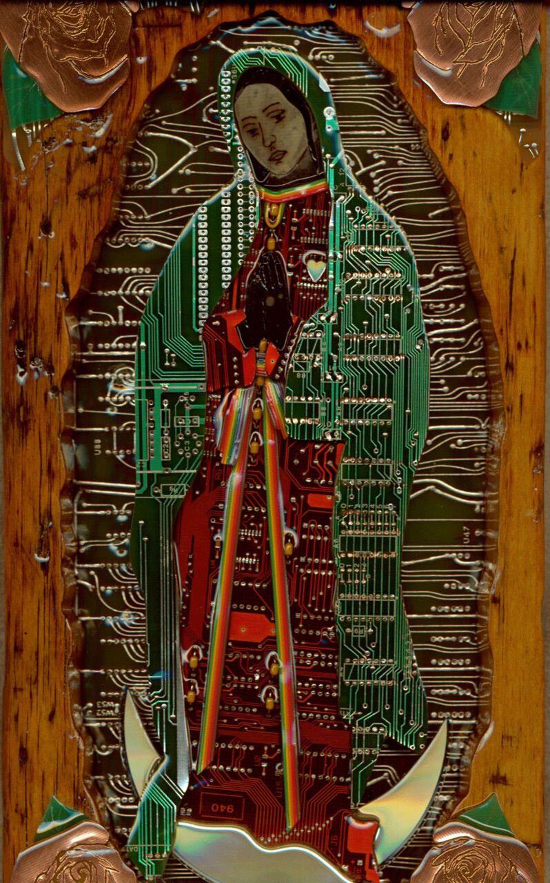 La virgen hecha con microchips