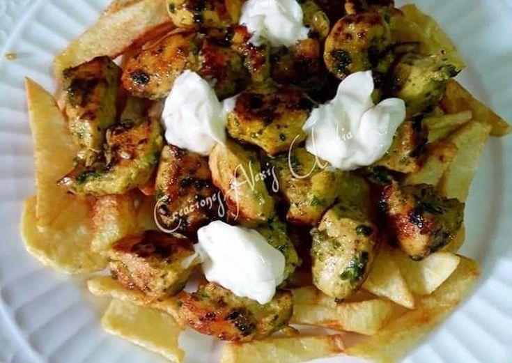 Brochetas de pechuga de pollo con papas fritas y doble marinado - CARNES - #Br #carneconpapas
