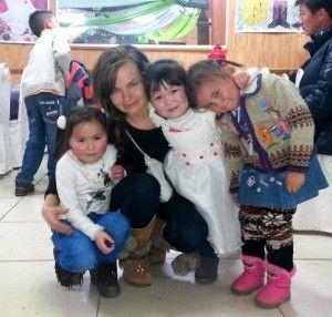Mongolian kuutamon taikaa. Anna ja kazakki-lapsia.
