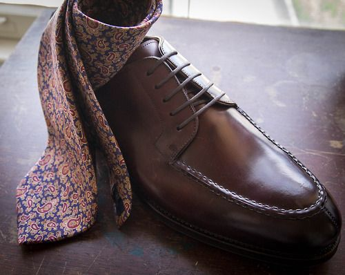 There's nothing better in Fall than a pair of robust shell cordovan rubber-soled shoes, a dark paisley tie (the one here is by Luciano Barbera, which I thrifted for $2), corduroy pants, and a tweed jacket.    Shoes: Shell Cordovan Split Toe Oxfords (model #101400-D), courtesy of Meermin    *A full feature/review of these will be forthcoming, but first impressions: very nice indeed…