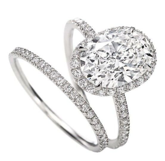 I Love Oval Rings!....Harry Winston Oval Engagement Ring