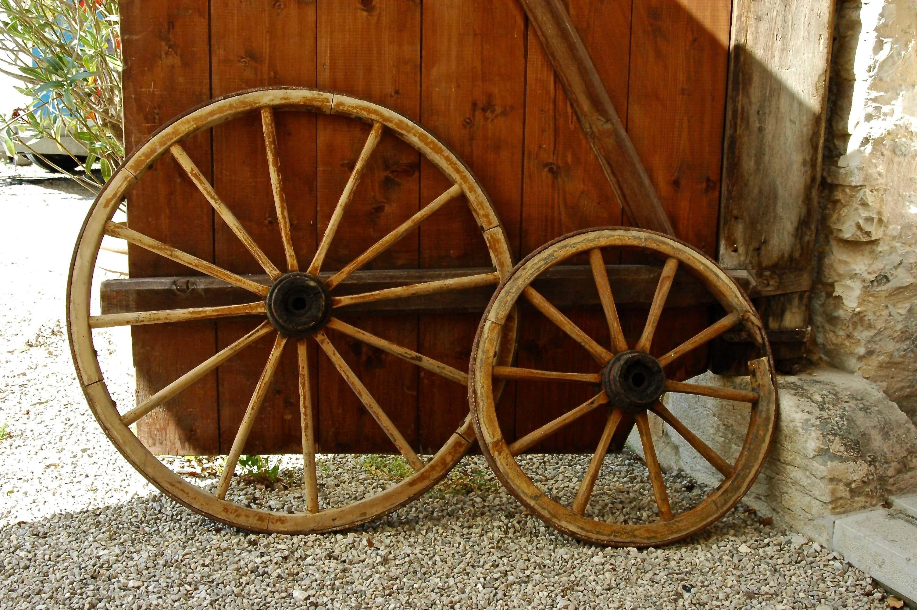 Holzwagen Rader Set Eventdekoration Wiesent Munchen Holzwagen Deko Verleih Leiterwagen