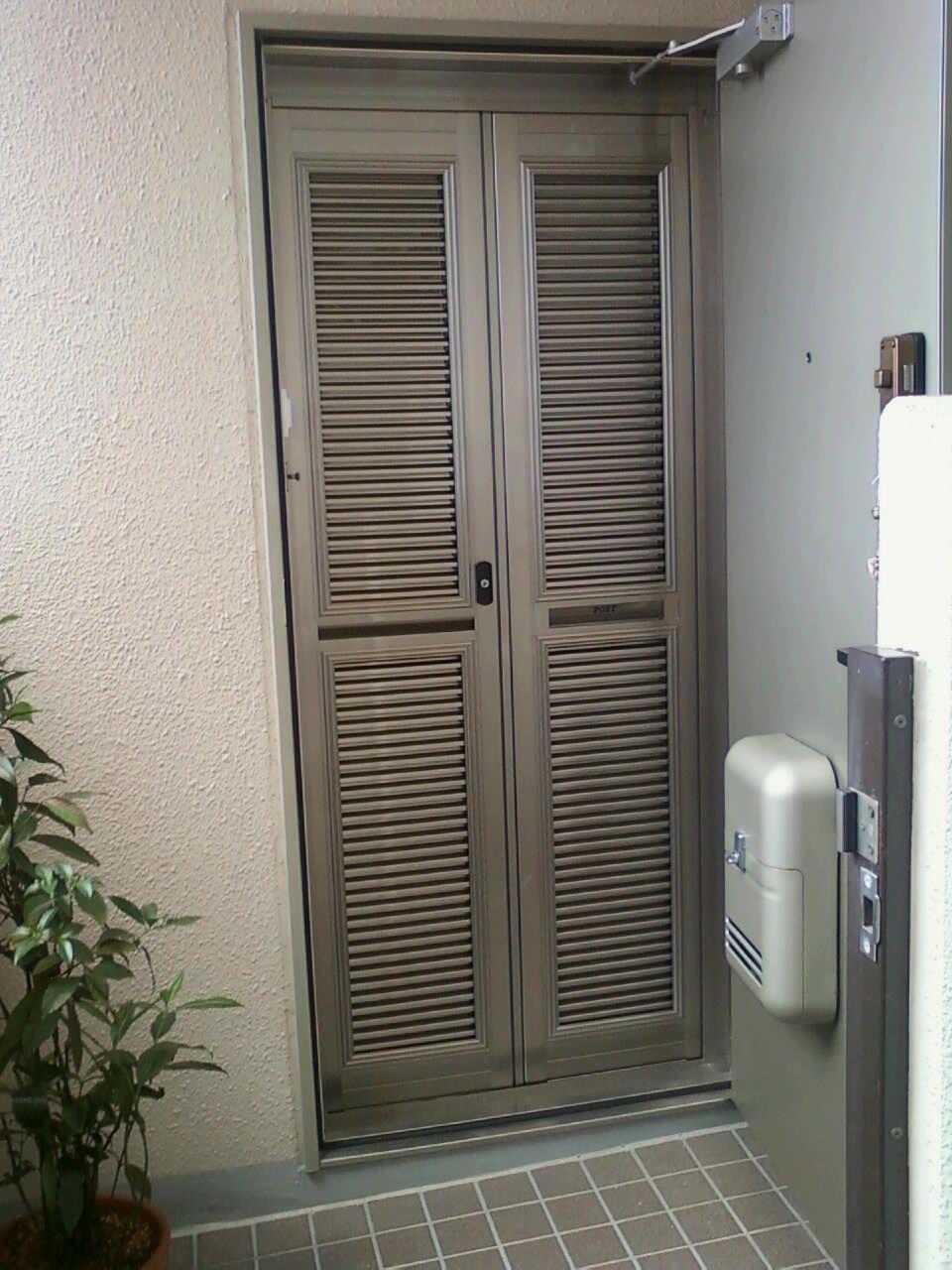 マンションの玄関ドア 通風網戸設置工事 八尾市 東大阪市 網戸 玄関網戸 マンション 玄関