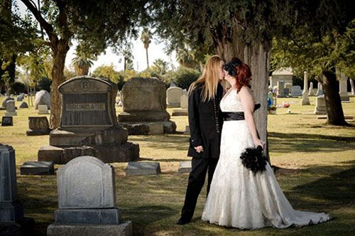 Cemetery Weddings Can Actually Be Pretty Cool Especially When They Re At The Hollywood Fo Halloween Wedding Nightmare Before Christmas Wedding Jasmine Wedding