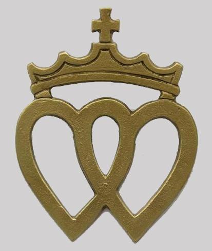 Double coeur vend en couronn 051 applique murale coul e for Coeur couronne et miroir apollinaire