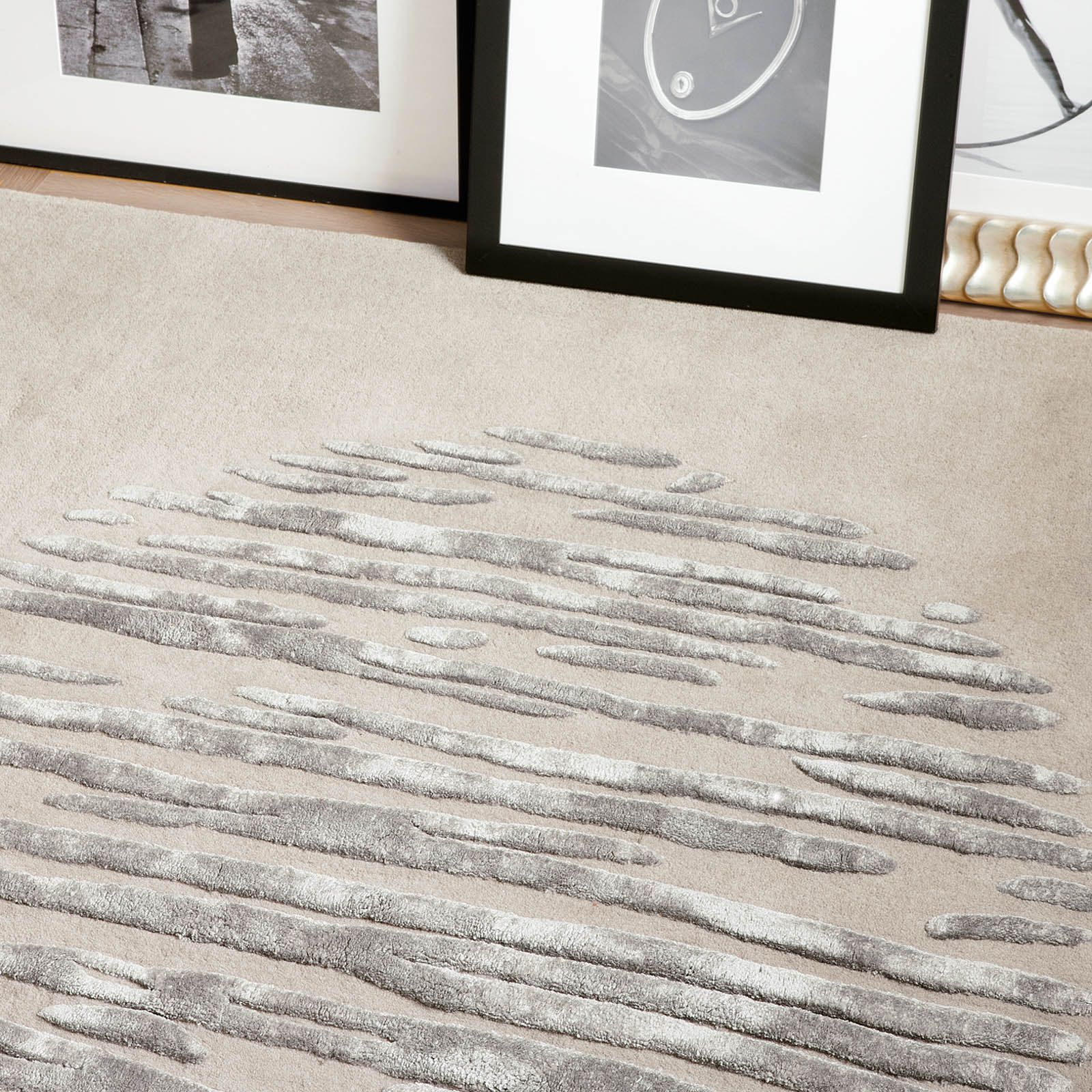Create rugs part of the Colors collection by Ligne Pure, a contemporary choice to add style to any room.