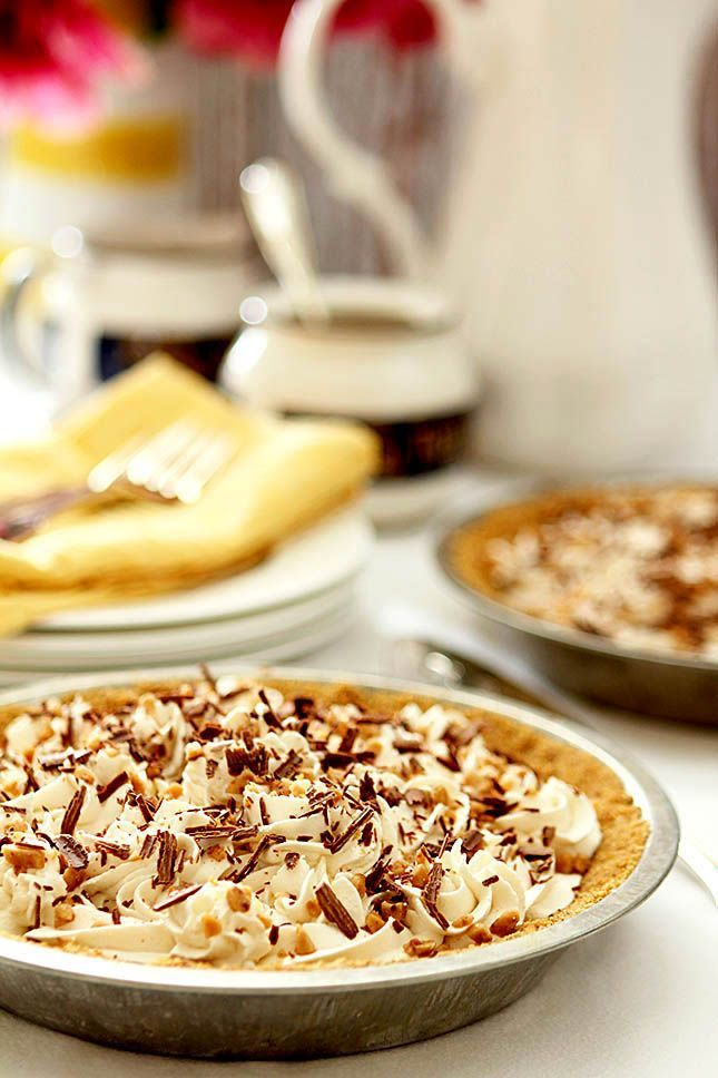 Caramel Banana Pie with Bourbon #bananapie