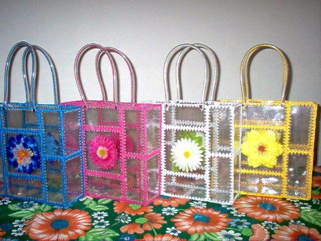 Aprende la t cnica de c mo hacer bolsos con botellas de - Que se puede hacer con botellas de plastico ...