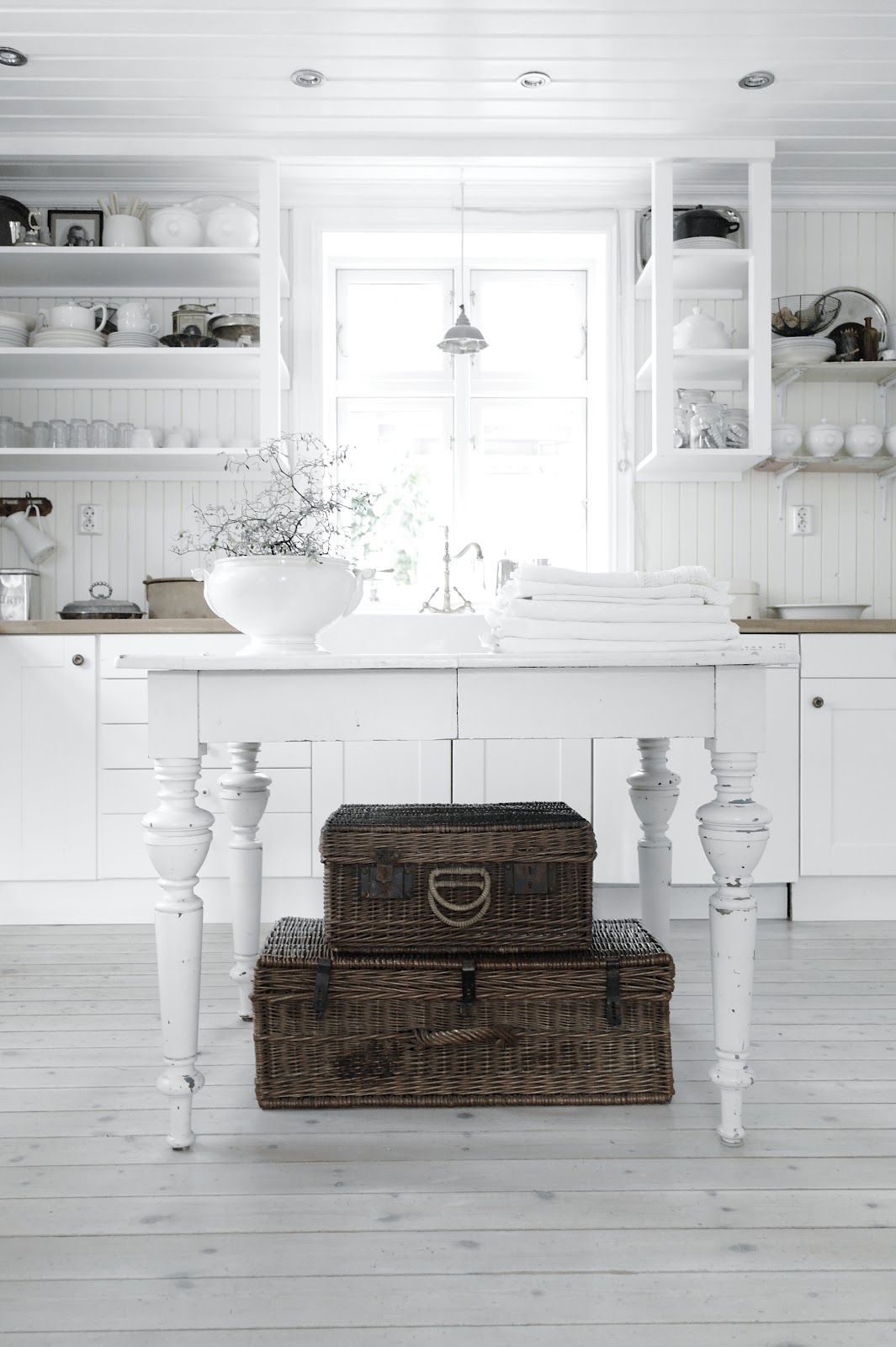 vintage interiors kitchen pinterest k che romantische k che und shabby chic. Black Bedroom Furniture Sets. Home Design Ideas