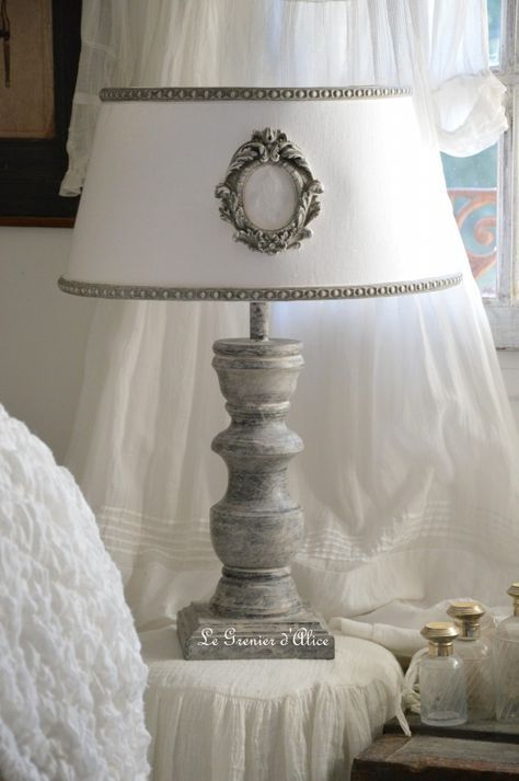 Relooking Après Lampe En Lampe Shabby Chic Romantique Ornement Gris Patiné  Lin Lavé Blanc Pied De