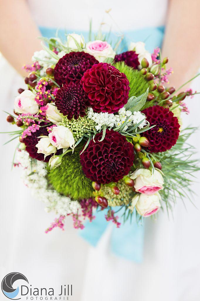 AugustBraut Dahlie  Rosen   Wedding Part 2 in 2019  Blumenstrau hochzeit Blumen August