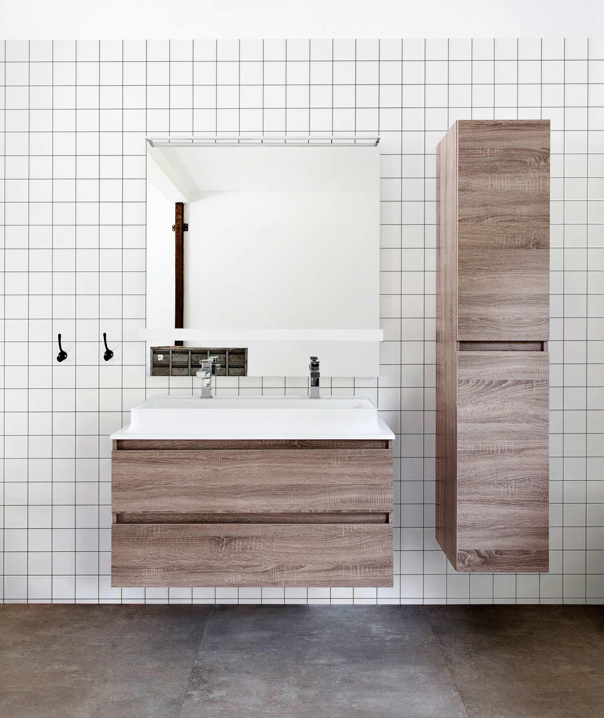 witte tegel met grijze voeg badkamermeubels in licht eiken ipv donker