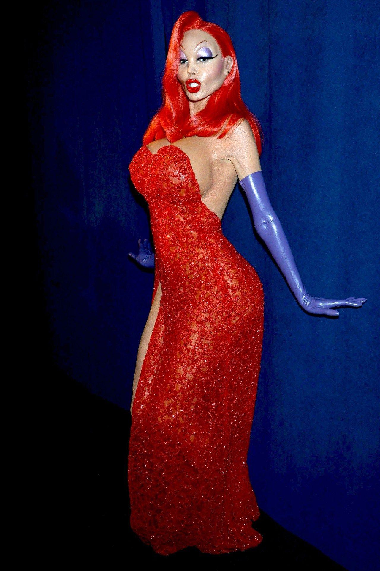5fd8e2e998f Watch Heidi Klum s incredible Jessica Rabbit transformation