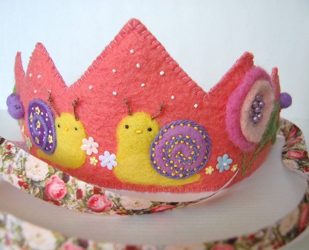 Felt Crown with snails/Hand felted Crown/Waldorf Birthday Crown/Wool Crown for Dressup/First Birthday/Photo Prop crown/Baby's Birthday Crown