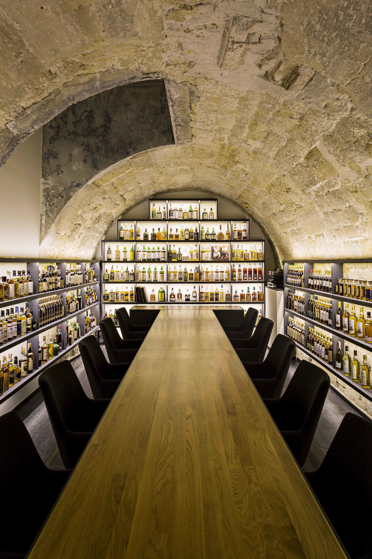 Golden Promise Avec Images Bar A Whisky Cave A Vin Bar A Vin