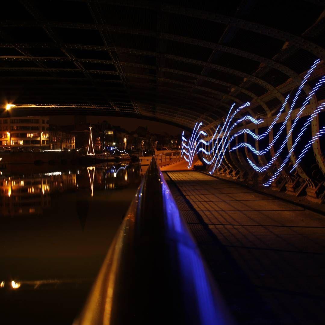 Where in Ghent? 👽  #nofilter #nophotoshop #bridge #waves #longexposure #nightphotography #DIY #pixelstick #lighttrail #lightpainting #instacool #night  #9000 #gentverlicht #gent #bestnightpix