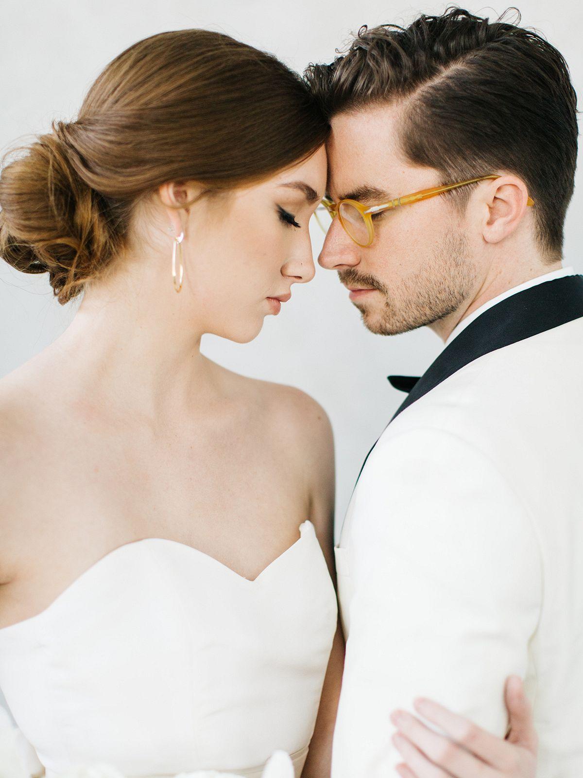 Modern And Feminine Indoor Wedding Couple Photography Ideas And Inspiration Couple Couplephoto Brid Modern Wedding Photography Wedding Couples Wedding Poses