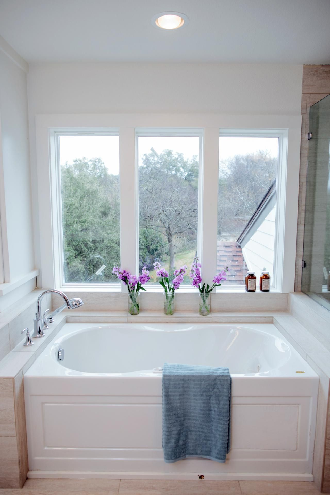 Fixer Upper Bringing A Modern Coastal Look To A Faceless Bunker Hgtv S Fixer Upper With Chip And Joanna Fixer Upper Home Design Software Bathrooms Remodel