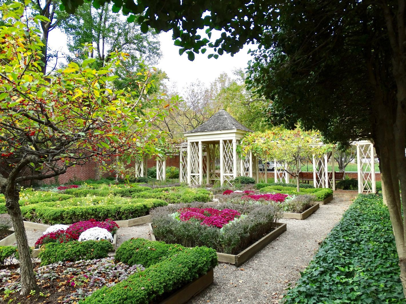 25 secret gardens, parks, and green spaces in Philly