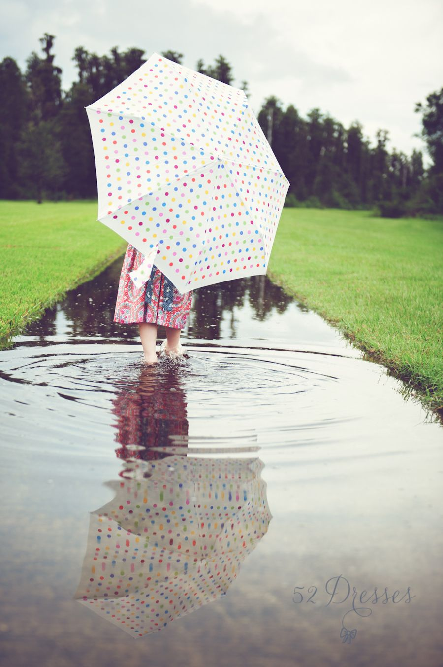 Darling rainy day session! Ideas for pictures when it's raining!