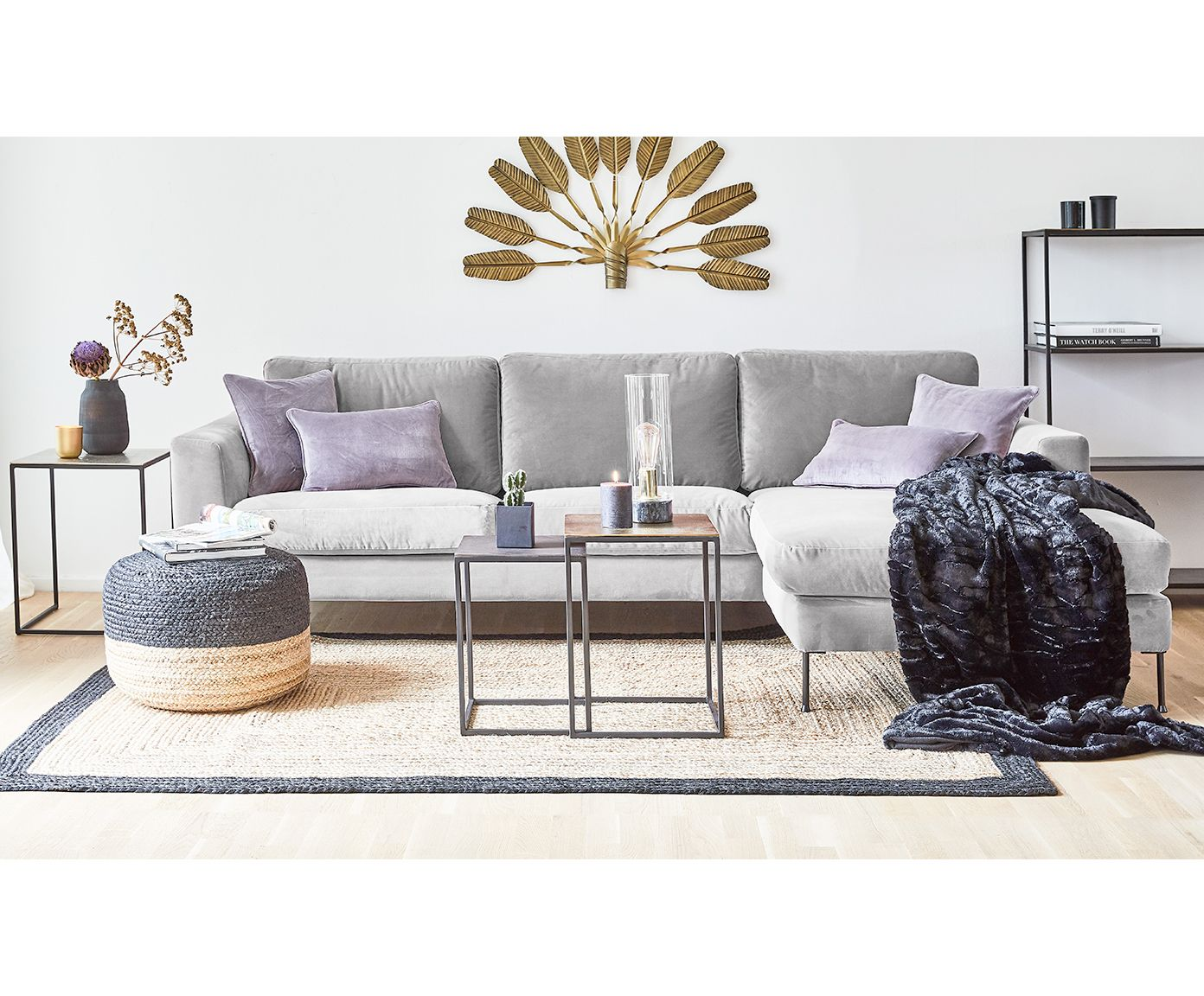 Machen Sie Ihr Wohnzimmer Mit Samt Ecksofa Cucita In Grau Zur Wohlfuhloase Entdecken Sie Weitere Mobel Von Westwing Collection Ecksofas Sofa Wohnzimmertische