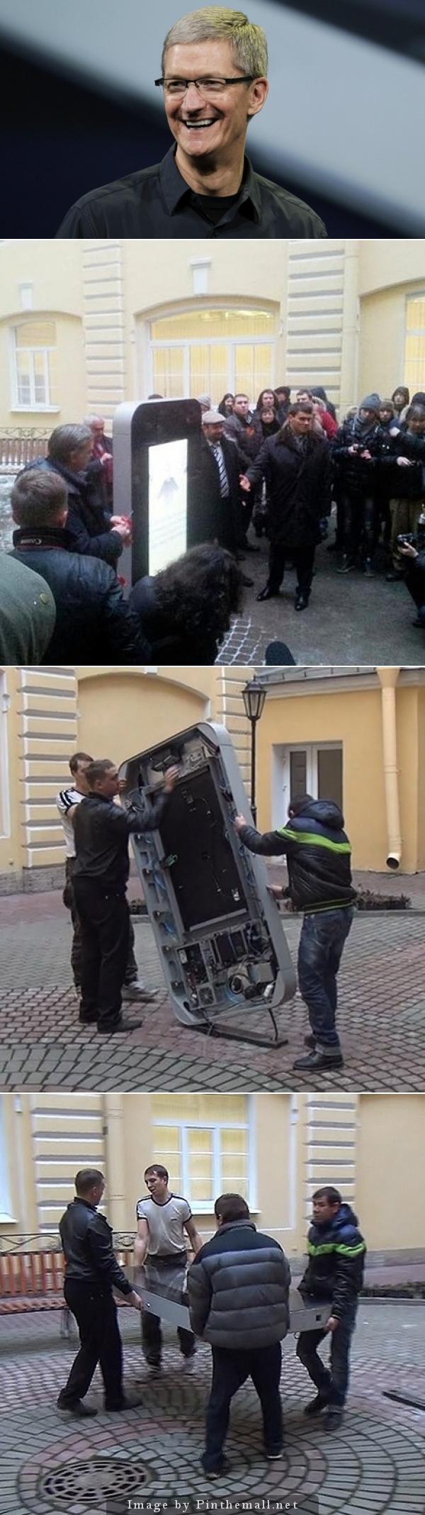 TIM COOK annuncia di essere gay e all'università di S.Pietroburgo smantellano la statua dell'iPhone... http://goo.gl/AO01wo