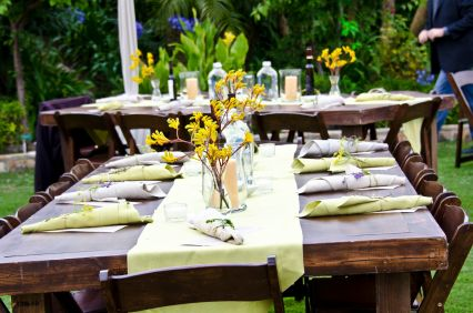 Love This Look For An Upscale Backyard Bbq. Simple Arrangements U0026 Subtle  Splashes Of Color