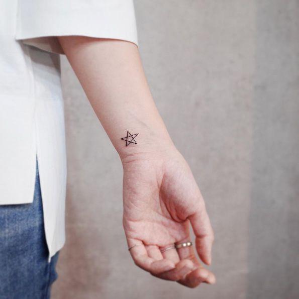 65 Adorable Wrist Tattoos All Women Should Consider Star Tattoo On Wrist Wrist Tattoos Simplistic Tattoos